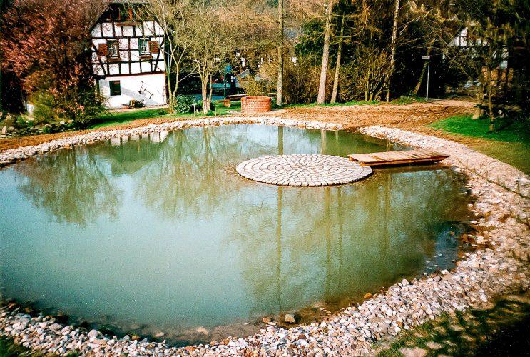 Teich, Bach, Wasserfall, Quellstein | Wasser im Garten